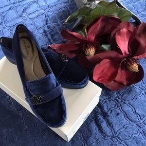 Brand new Bandolino Blue Shoes !